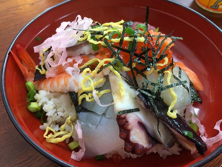 念願の海鮮丼。夢のグルメライドです。
