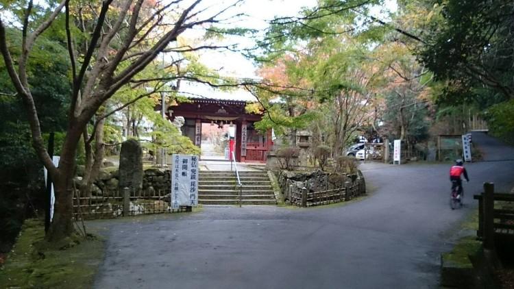 神峯山寺の山門です。
