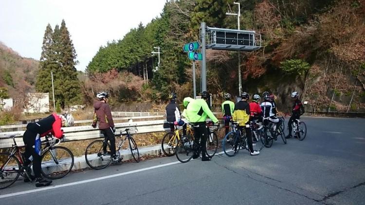 田能への街道に合流します。