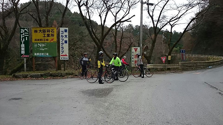 川久保峠にて。 ここからベニーCCは緩斜面となります。