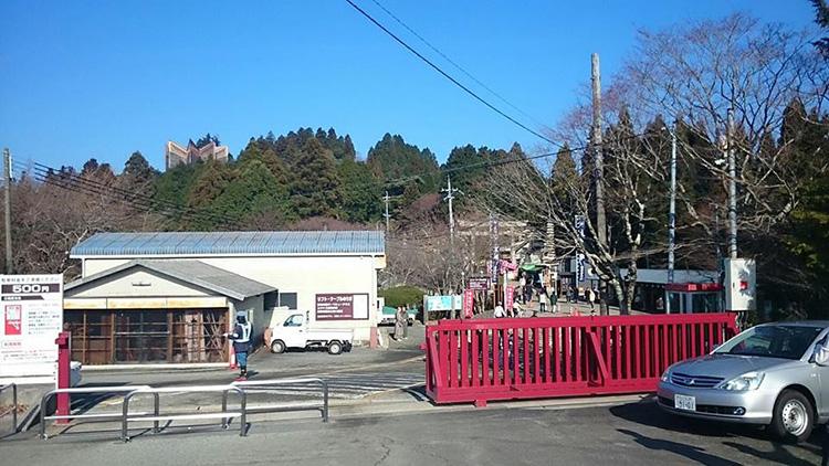 妙見山の頂上付近は星形の建物があります。 ポカポカ陽気で暖かく過ごしました。
