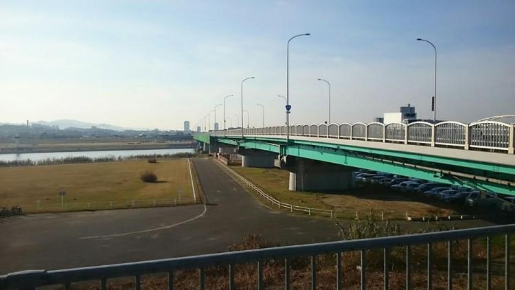 これから枚方大橋を渡ります。 お天気できれいな景色です。