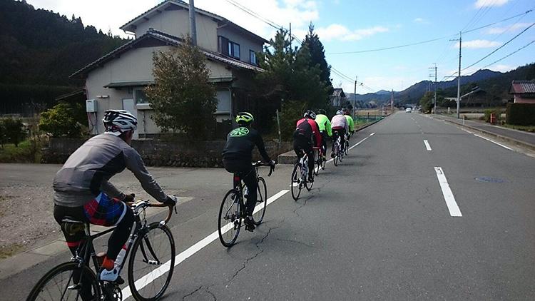 周山までは高速巡航が続きます。