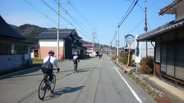 福住まではめずらしく旧道を通ります。 走りやすく快適です。